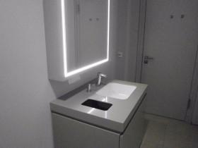 Waschtischplatte mit Unterschrank aus Quartzsurfaces